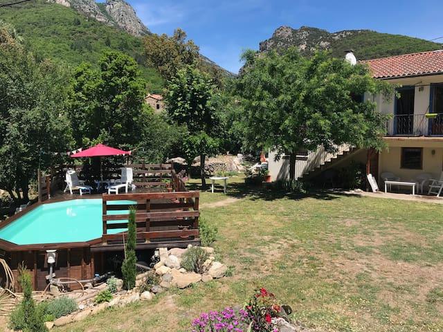 gite calme avec piscine et jardin au parc naturel