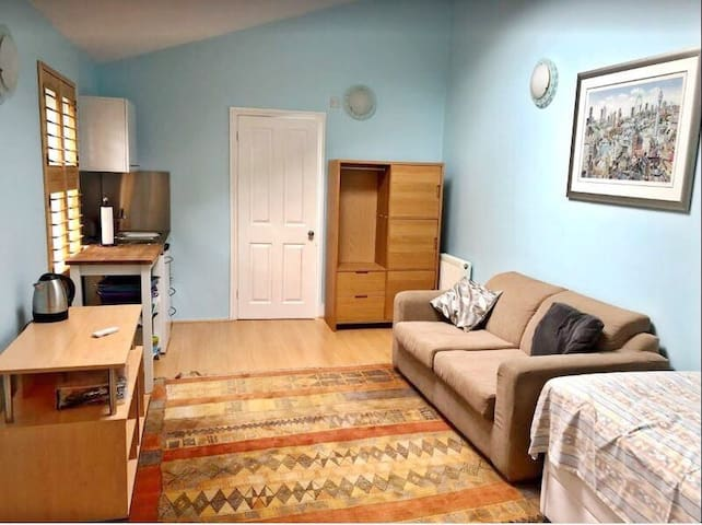 Private Unit with Bath/Kitchen and Own Access