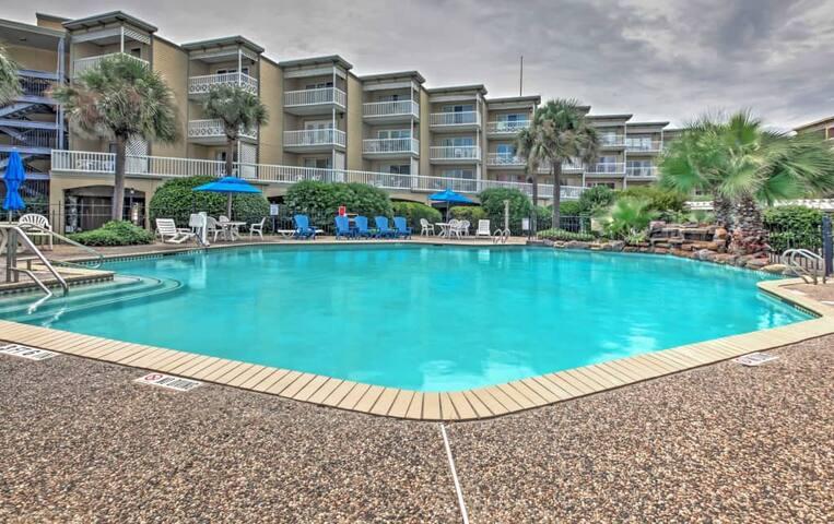 Airy 1BR Galveston Condo w/Resort Amenities! - Galveston - Appartement en résidence