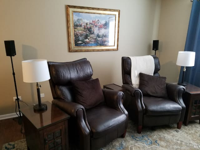 Living room with two leather recliners