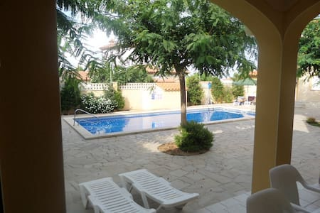 Magnifica casa adosada con piscina - Miami Platja