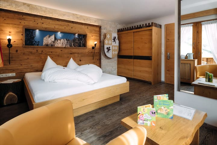 Kinderhotel Laderhof  knights room
