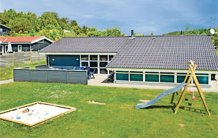 Holiday cottage with 5 bedrooms on 173 m² in Ebeltoft
