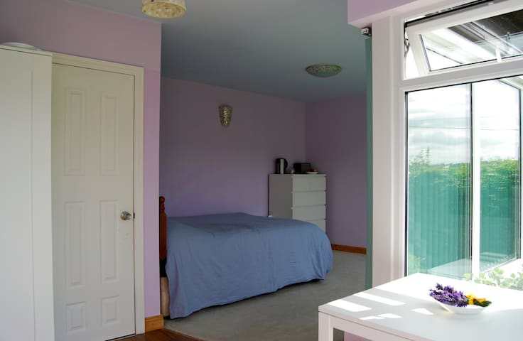 No Cleaning Fees Private Studio Bright Spacious :)
