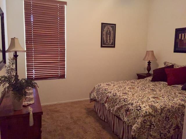 Queen bedroom (downstairs) very confortable