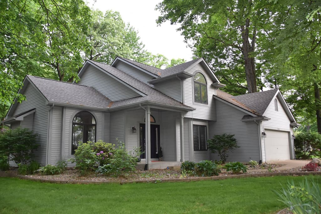 Complete Home with 3 bedrooms, 3 baths - 2600+ sq. ft. of living space