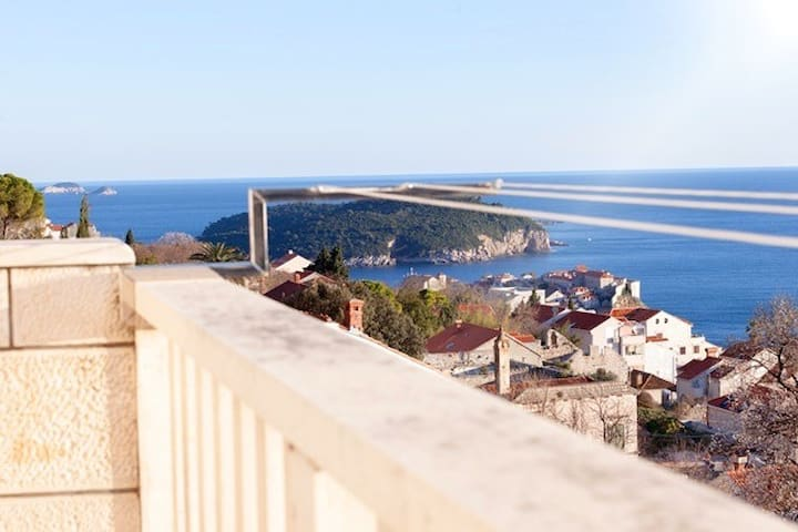 LA ISLA BONITA/SEA & DUBROVNIK VIEW