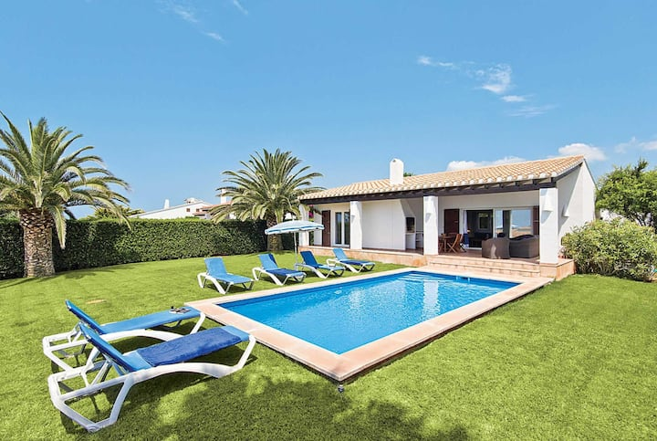 Traditional villa with nice garden & great views