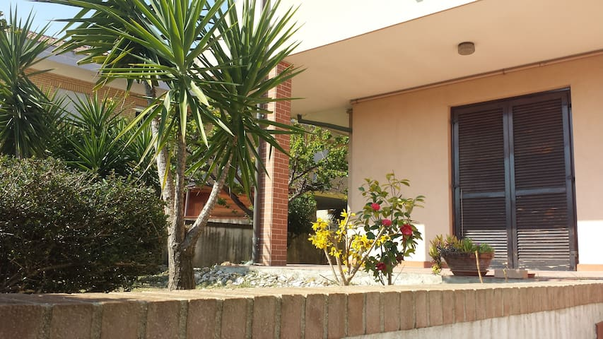 Villa luminosa con giardino - Francavilla al Mare - House