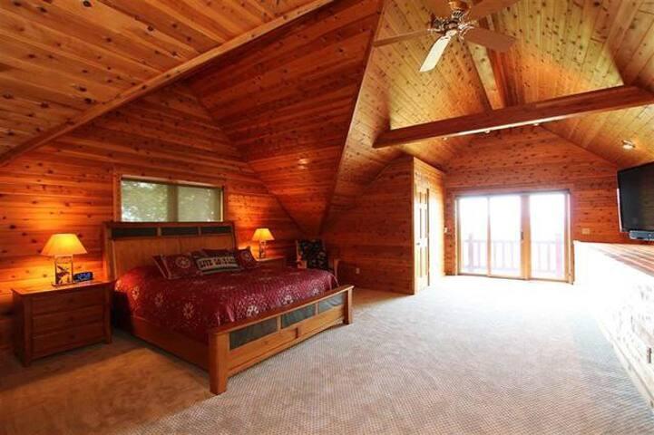 Master Suite/ Sleeping area 3