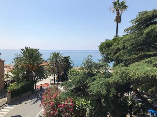Ospedaletti Center (100m from the sea + good view)