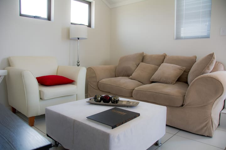 Modern Loft Living in Fourways-Wifi - Sandton