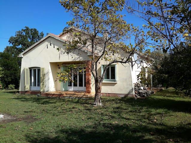 Villa au calme sur grand terrain - Prunelli-di-Fiumorbo - Haus