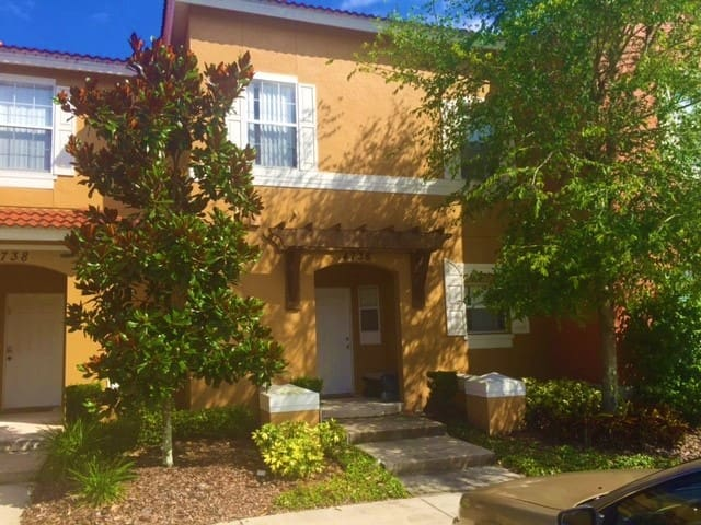 Stunning townhome 6 miles from Disney - Kissimmee - Townhouse