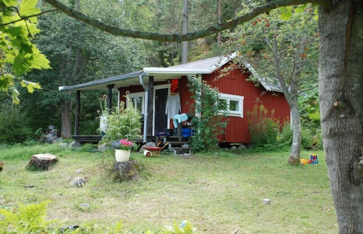 Kleine sehr schön und charmiges Hütte bei Ostsee - Trosa - Cabin