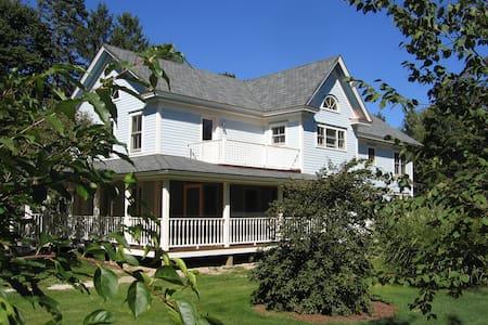 Charming 2-BR apartment, center of Lenox, MA - 레녹스(Lenox) - 아파트