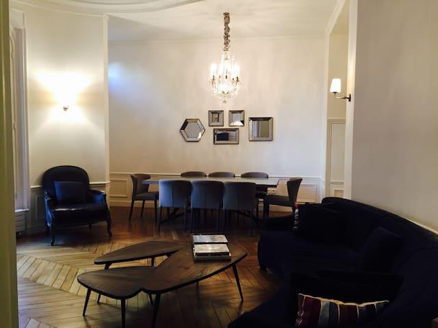 A charming 3 bedrooms haussmannien apartment