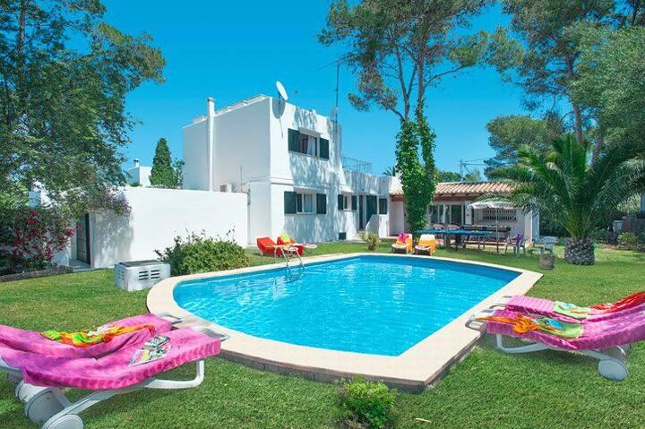 Villa Ferrer, piscina en el centro de Cala d´Or