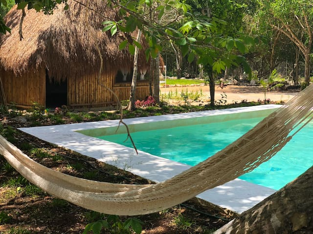 relax a lado de una de nuestras piscinas