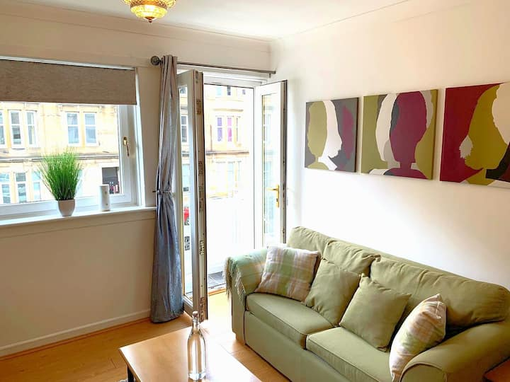 Glasgow's Cosy Shawlands Apartment Near Hampden