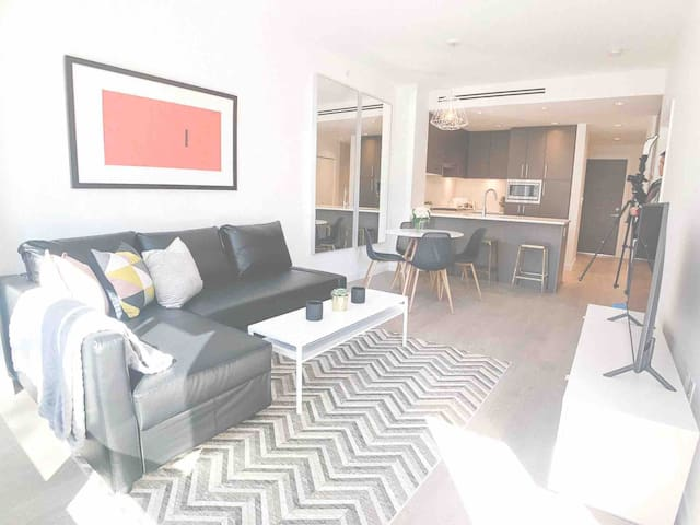 BRAND NEW luxury condo 2min walk Train 2 Downtown