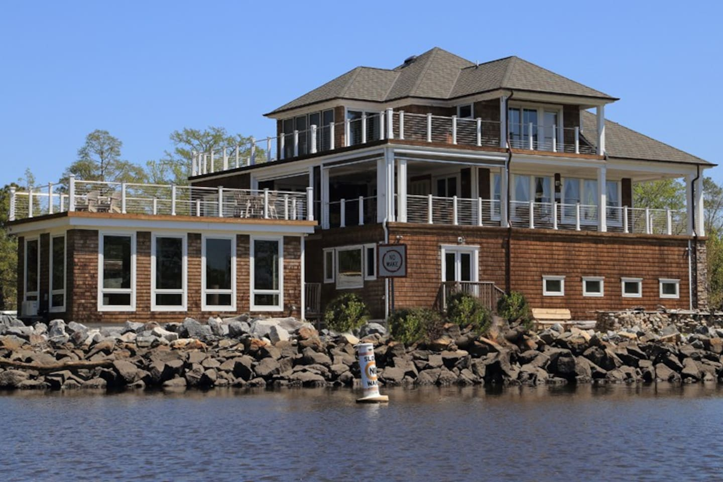 Ross's Retreat is located on the Northwest River branch of the ICW bordering the Chesapeake / VA Beach City lines
