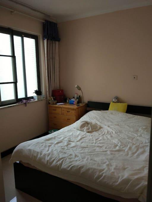 1.5米双人床卧室