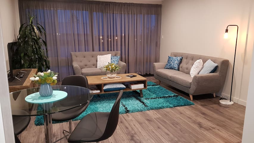 2 b/room furnished apartment 100m to Grange jetty