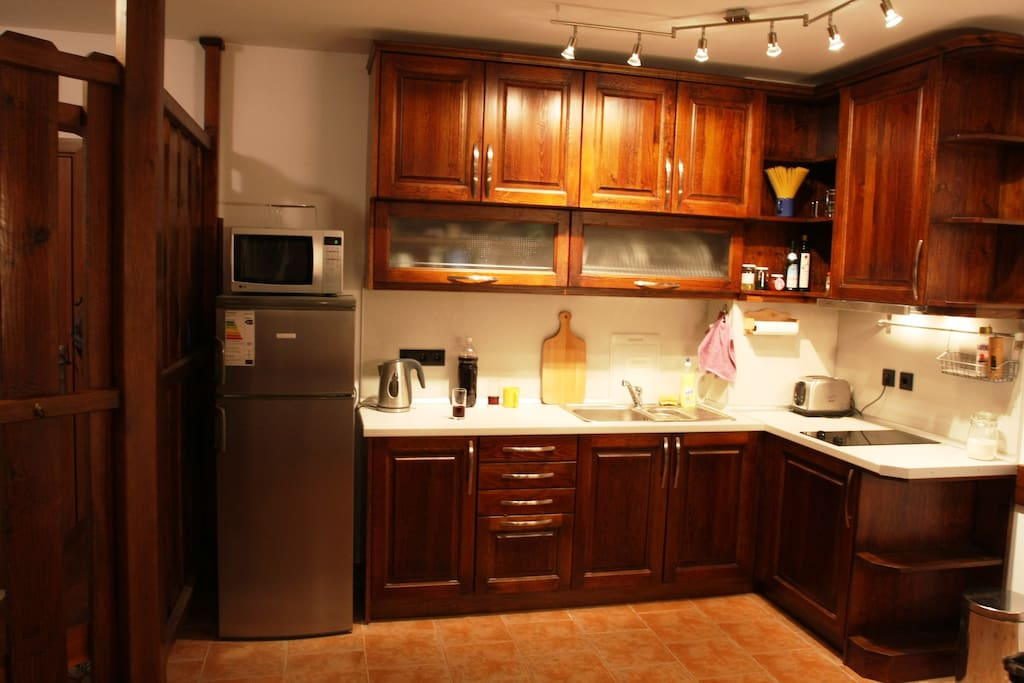 Apt 21 - kitchen