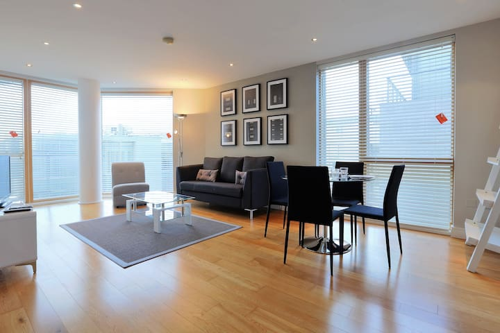 Spacious - fully serviced, luxury apartment!