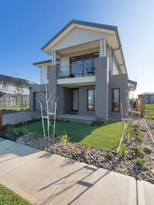 WYNDHAM HARBOUR VILLA - MELBOURNE BEACHFRONT, WIFI - Werribee South
