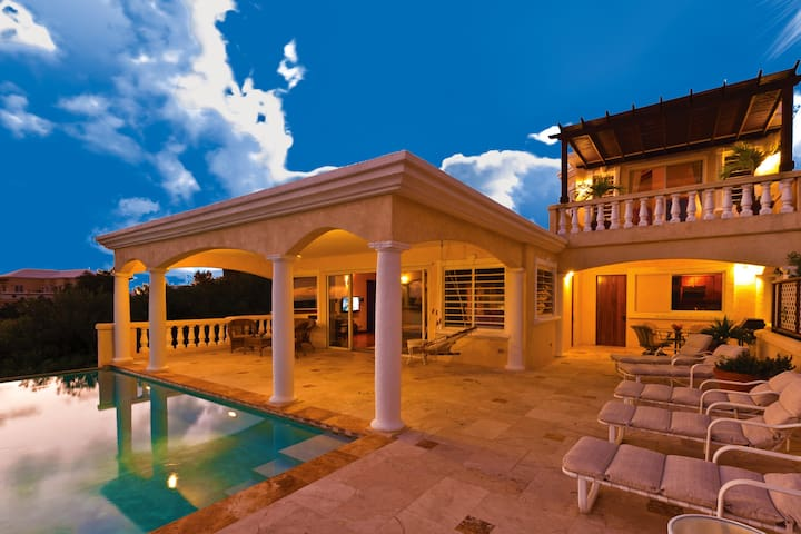 Spyglass Hill Villa- For 2 - AI - Vila