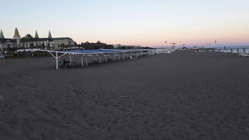 2 oda birsalon  havuz sahil kumsal - Анталья - Дом
