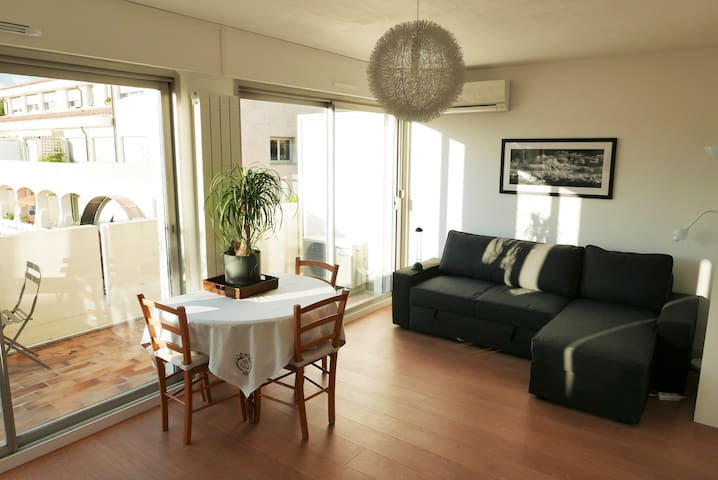 BEAUTIFUL RENOVATED APARTMENT CLOSE TO POPE PALACE