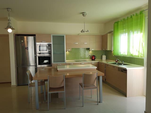 Luxury apartment in Ixia