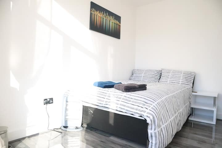 Brand new En-suite Close to HeathrowAirport