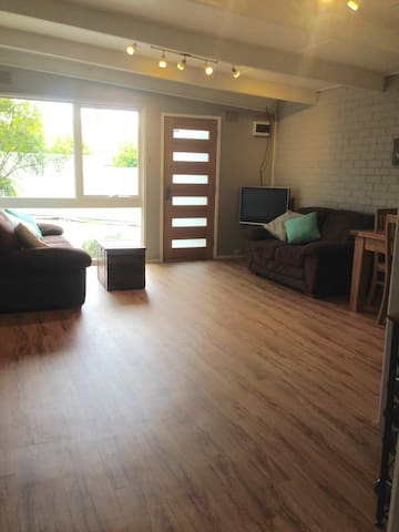 Renovated unit, close to everything in Ringwood - Ringwood - Apartmen