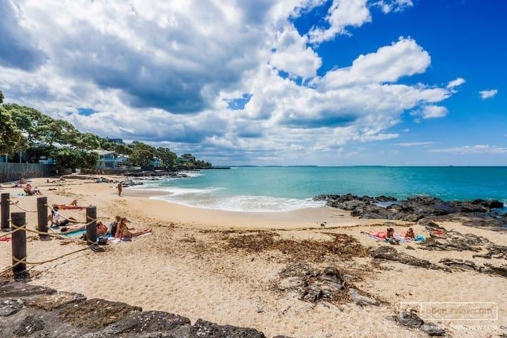 Takapuna Beach-Best location, private & secure!