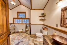 Ski Bunny en suite bath