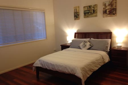 Great location near Airport & City - Clayfield