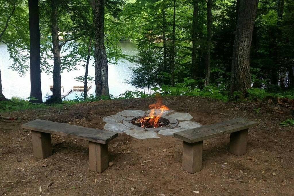 Foyer extérieur, vue et accès au lac