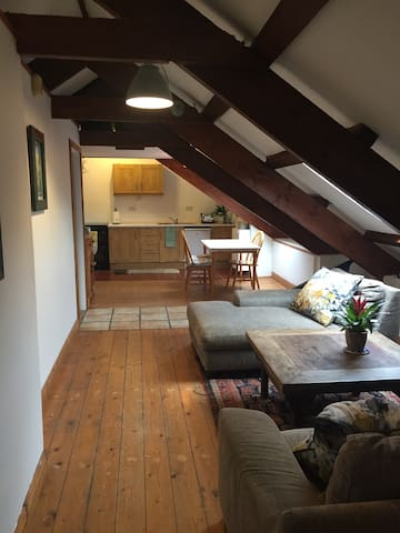 1 Bedroom Loft Apartment in the center of Kinsale