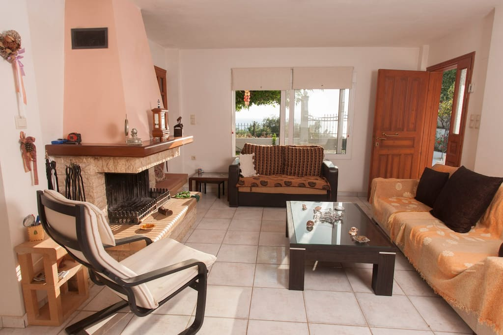 Common space with garden and sea view - Living room and private entrance