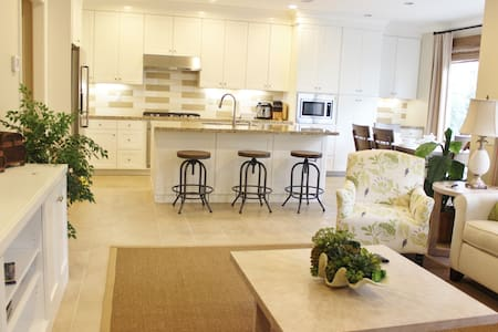 New 3 bedrooms 2.5 bathroom 全新精装修精美家具3房2.5卫