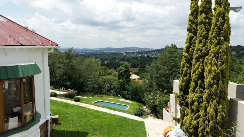 Stunning flat, view of Bedfordview - Johannesburg - Lägenhet