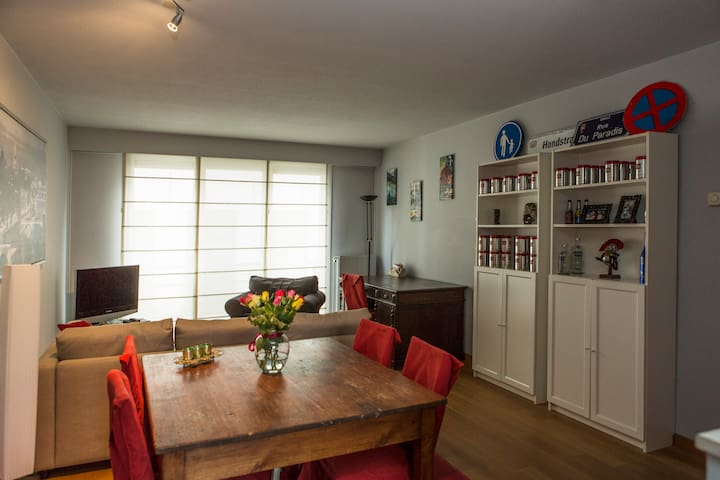Lovely flat + private parking!