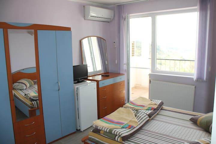 City view Private room - Varna - Leilighet