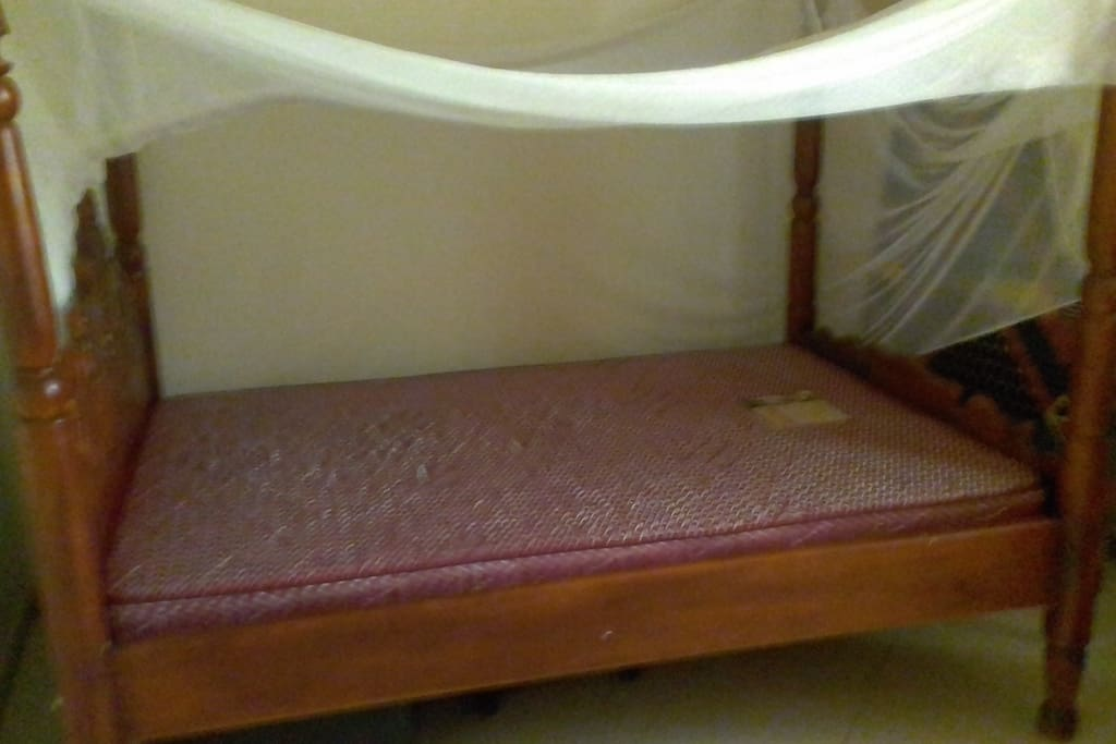 Bedroom1: Single Bed