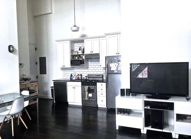 1 bdroom available in Williamsburg