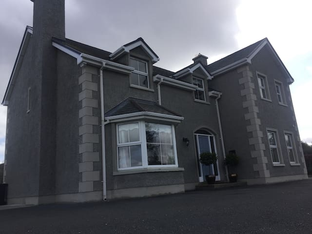Charming accomodation in idilic country location - Ballybofey - House